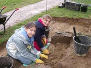 Local participants taking part in excavations of an air raid shelter at Sayers Croft Ewhurst