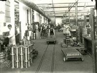 Women working alongside men in the Dennis factory in Guildford, c.1915. (SHC ref 1463/GN/8/2/6)