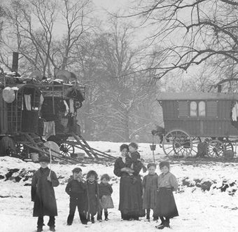 Traveller family in the snow, c.1900. (Photographer not known). Surrey History Centre reference: 4527/1/18. From a collection of glass photographic slides presented to Surrey Heritage in 1997 by Lambeth Archives Department.